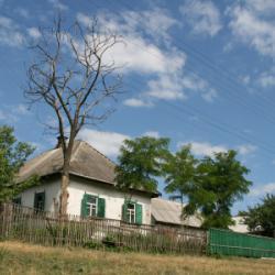 Хатинка в селі